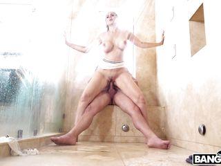 Порно большие жопы в бане